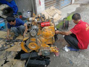 工程师大修发动机